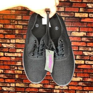3/$20🌵NWT Size 6 Bobbie Brooks Tennis Shoe Flats